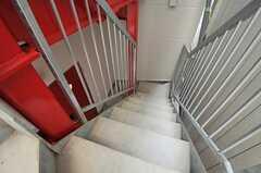 フロア間は外階段で移動します。(2010-11-30,共用部,OTHER,2F)