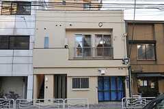 シェアハウスの外観。1Fには店舗が入る予定との事。(2012-01-09,共用部,OUTLOOK,1F)