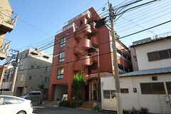 マンションの外観。5Fフロアにシェアハウスがあります。(2012-08-01,共用部,OUTLOOK,1F)