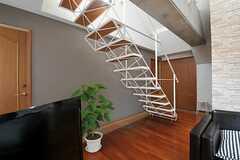鉄製の階段の様子。(2012-08-01,共用部,LIVINGROOM,5F)