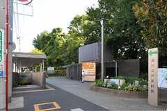 駅の近くには駐輪場がありました。(2012-08-01,共用部,ENVIRONMENT,1F)