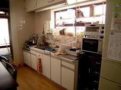 キッチンの様子2。(2005-08-03,共用部,KITCHEN,1F)