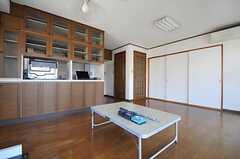 線路を走らせてからでないと家具の配置が出来ないため、今は最小限のものしかありません。(2013-03-15,共用部,LIVINGROOM,3F)