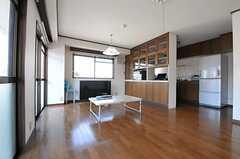 リビングの様子3。隣はキッチンです。(2013-03-15,共用部,LIVINGROOM,3F)