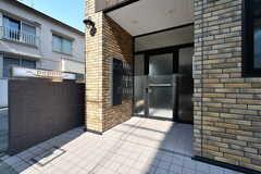 玄関ドアの様子。(2020-08-05,周辺環境,ENTRANCE,1F)