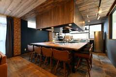 カウンターテーブルの様子。飲食店さながら。(2020-08-05,共用部,LIVINGROOM,1F)