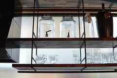 グラスの他、ウォーターサーバーやビールーサーバーも用意されています。(2020-08-05,共用部,KITCHEN,1F)