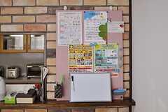 ダイニングに設置されたコミュニケーションボード。ゴミの収集日なども掲示されています。(2012-02-09,共用部,LIVINGROOM,2F)