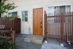 玄関ドアの様子。(2017-05-19,周辺環境,ENTRANCE,1F)