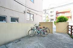 自転車置き場の様子。(2017-05-19,共用部,GARAGE,1F)