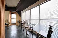 窓際はカフェラウンジ風。(2012-09-05,共用部,LIVINGROOM,4F)