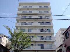 シェアハウス外観。シェアハウスはこのマンションの1室。(2007-07-15,共用部,OUTLOOK,1F)