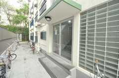 シェアハウスの正面玄関。(2009-09-08,周辺環境,ENTRANCE,1F)