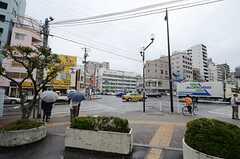 都営新宿線・西大島駅前の様子。(2015-12-01,共用部,ENVIRONMENT,1F)