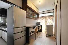 リビングの様子。左手にキッチンがあります。(2014-06-25,共用部,LIVINGROOM,1F)