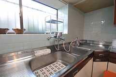 シンクの様子。浄水器もあります。(2011-01-20,共用部,KITCHEN,1F)