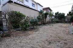 庭ではBBQやガーデニング、家庭菜園も可能です。(2011-01-20,共用部,OTHER,1F)