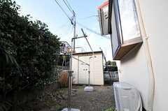 建物裏には、物干し場もあります。(2011-01-20,共用部,OTHER,1F)
