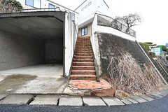 玄関へは階段を上ります。(2017-03-02,共用部,OTHER,1F)