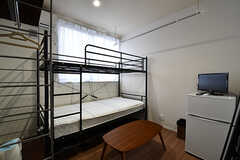 専有部の様子。2段ベッドの上部は荷物置き場として使えます。(103号室)(2017-03-02,専有部,ROOM,1F)