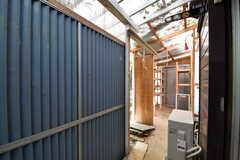 収納スペースの様子。(102号室)(2017-06-01,専有部,ROOM,1F)