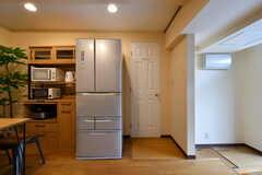 冷蔵庫脇のドアはトイレです。(2018-09-18,共用部,OTHER,1F)