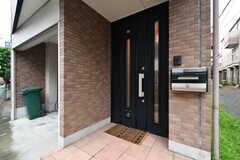 シェアハウスの玄関ドア。(2017-09-06,周辺環境,ENTRANCE,1F)