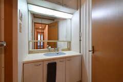脱衣室の様子。一部アコーディオンカーテンで仕切られています。(2017-09-06,共用部,BATH,2F)