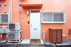 シェアハウスの正面玄関の様子。(2010-04-09,共用部,OUTLOOK,1F)