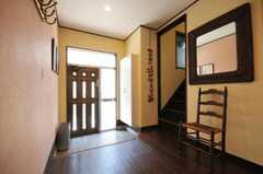 内部から見た玄関周りの様子。(2010-06-17,周辺環境,ENTRANCE,1F)