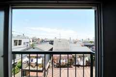 窓の外には中目黒タワーも見えます。(303号室)(2010-06-17,専有部,ROOM,3F)