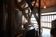 階段裏手の様子。(2013-03-08,共用部,OTHER,1F)