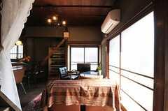 玄関から見たリビングの様子。(2013-03-08,共用部,LIVINGROOM,1F)