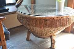 テーブルと思いきやジャンベ(アフリカの太鼓)のようです。(2013-03-08,共用部,OTHER,1F)