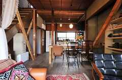 ダイニングテーブルは備え付けです。(2013-03-08,共用部,LIVINGROOM,1F)