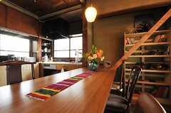 天板の素材は竹。繊細な木目。(2013-03-08,共用部,LIVINGROOM,1F)