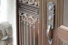 玄関ドアのハンドル。(2013-08-22,周辺環境,ENTRANCE,1F)