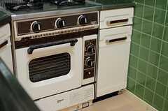 オーブンは現役です。(2013-08-22,共用部,KITCHEN,1F)