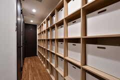 シャンプー類を入れておける収納ボックスの様子。専有部ごとにひとつ使えます。(2019-03-07,共用部,BATH,1F)