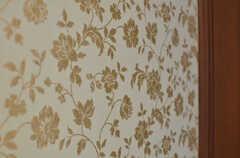 上品な花柄の壁紙。(205号室)(2013-10-15,専有部,ROOM,2F)