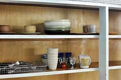 出窓の下には食器類があります。(2011-02-01,共用部,OTHER,1F)