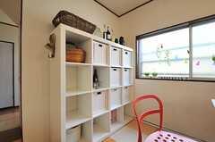 各部屋ごとに使用できる収納ボックスの様子。(2014-05-12,共用部,LIVINGROOM,1F)
