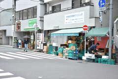 東急大井町線・緑が丘駅周辺の様子。八百屋があります。(2019-05-09,共用部,ENVIRONMENT,1F)
