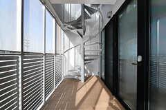 ベランダからは屋上に上がれます。(2017-05-08,共用部,OTHER,7F)