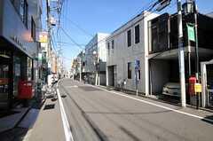 東急東横線・祐天寺駅からシェアハウスへ向かう道の様子。(2010-11-24,共用部,ENVIRONMENT,1F)