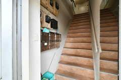 ドアを開けると階段があります。(2020-09-03,周辺環境,ENTRANCE,1F)