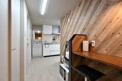 リビングの様子2。キッチンが併設されています。(2021-03-01,共用部,LIVINGROOM,4F)
