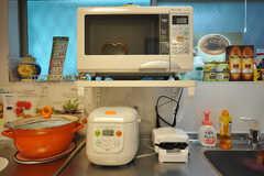 キッチン家電の様子。ホットサンド用のトースターもあります。(2010-07-16,共用部,OTHER,1F)