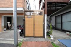 シェアハウスの門。(2011-03-31,共用部,OUTLOOK,1F)