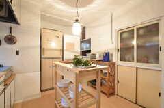 キッチンの様子2。独立しているため、広めです。(2015-05-29,共用部,KITCHEN,1F)
